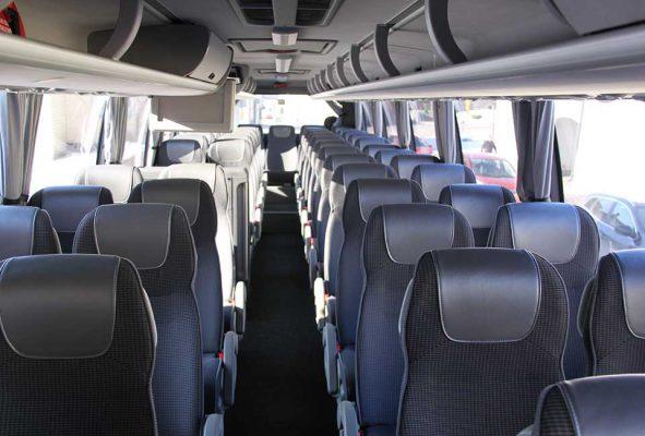 Siistit ja modernit 57+2-paikkaiset turistibussit
